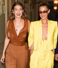 Gigi Hadid in Oscar de la Renta Spring 2020 with Bella Hadid in Spring 2020-4