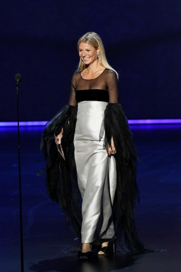 Gwyneth Paltrow in Valentino Couture 1963-9