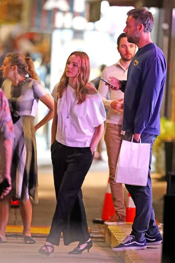 Jennifer Lawrence with Michael Kors Bag-3