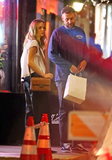 Jennifer Lawrence with Michael Kors Bag-4