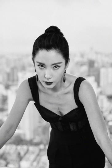 Li Bing Bing in Olivier Theyskens Fall 2019-2