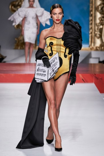 Moschino Spring 2020 Look 51