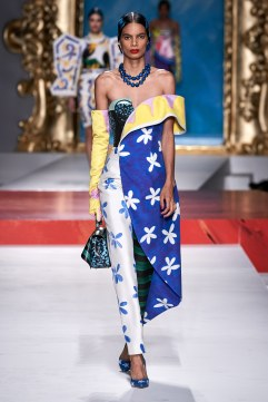 Moschino Spring 2020 Look 6