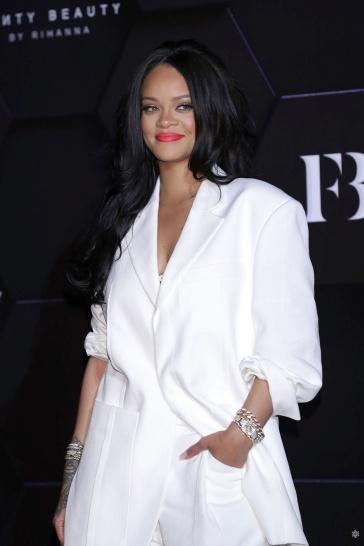 Rihanna in Jacquemus Spring 2020-10