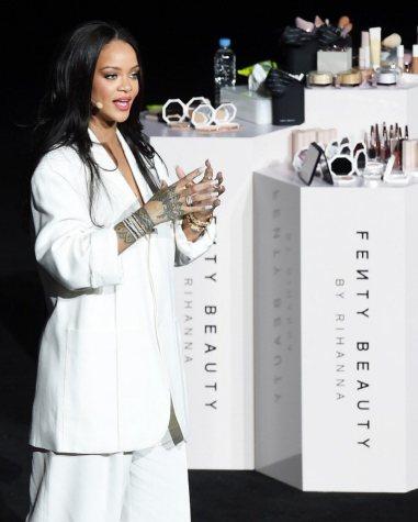 Rihanna in Jacquemus Spring 2020-5