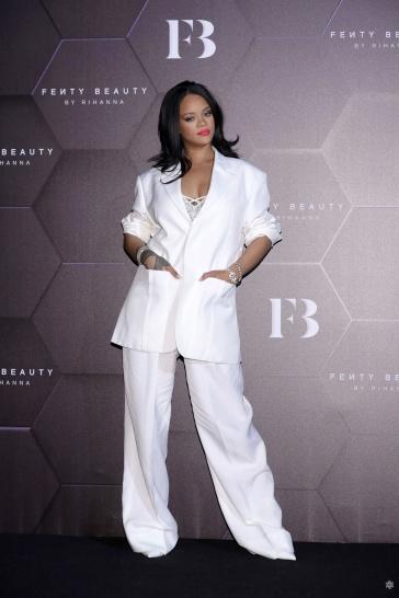 Rihanna in Jacquemus Spring 2020-8
