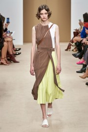 Tod's Spring 2020 Look 11