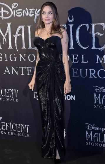 Angelina Jolie in Atelier Versace-3