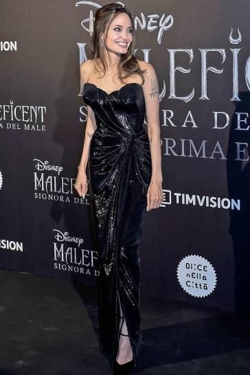 Angelina Jolie in Atelier Versace-5
