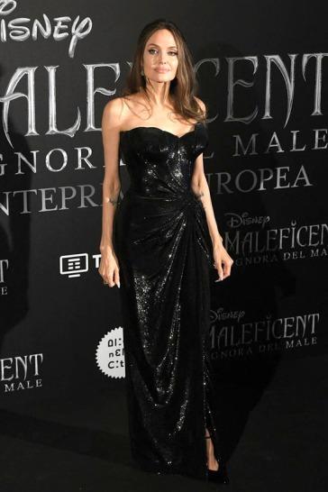 Angelina Jolie in Atelier Versace-6