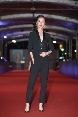 Hsieh Ying-Shiuan in Versace-8