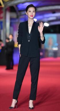 Hsieh Ying-Shiuan in Versace