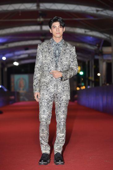 JC Lin in Alexander McQueen Pre-Fall 2019 Menswear-2
