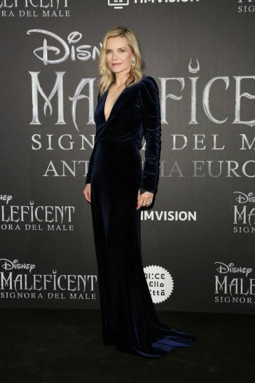 Michelle Pfeiffer In Monique Lhuillier-1