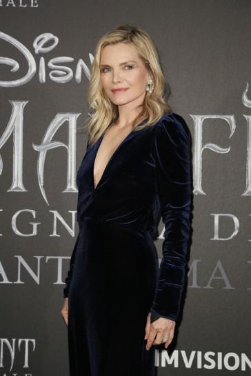 Michelle Pfeiffer In Monique Lhuillier-4