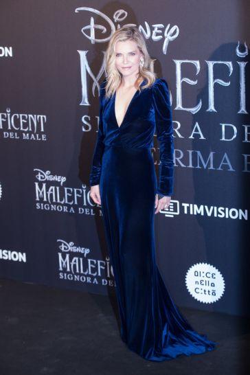 Michelle Pfeiffer In Monique Lhuillier-5