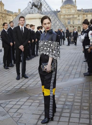 Rainie Yang in Louis Vuitton Resort 2020-6