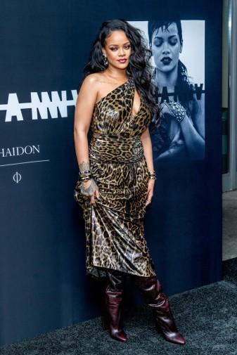 Rihanna in Saint Laurent Spring 2020-10