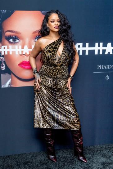 Rihanna in Saint Laurent Spring 2020-4