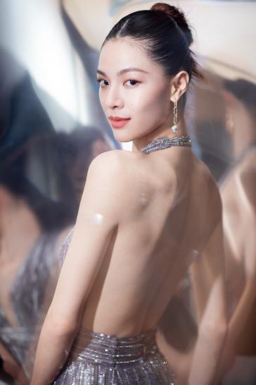 Elaine Zhong in Krikor Jabotian Fall 2017-7