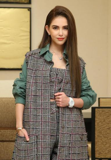 Hannah Quinlivan in Chanel Resort 2020-2