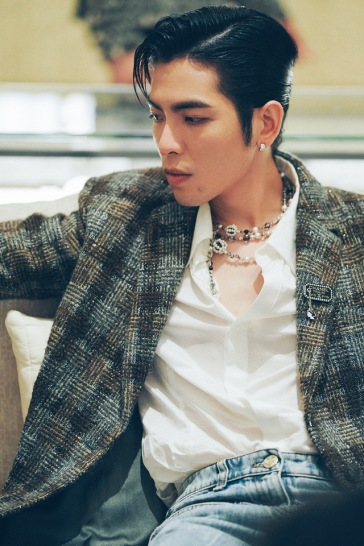 Jam Hsiao in Chanel-1