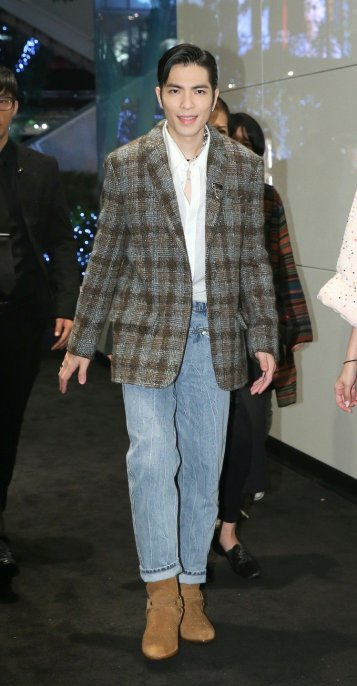 Jam Hsiao in Chanel-4