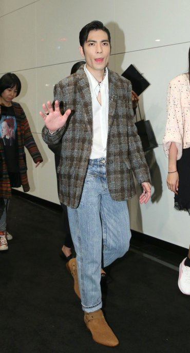 Jam Hsiao in Chanel-5