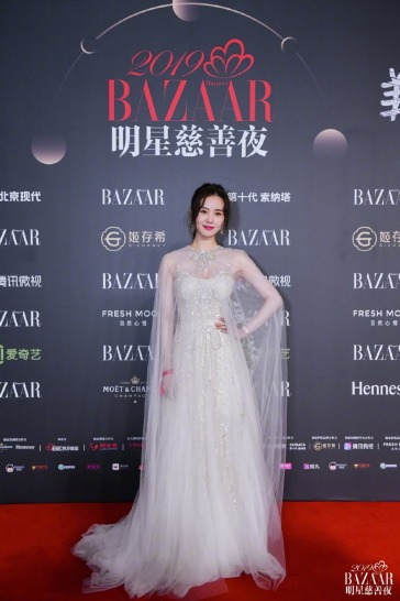 Liu Shi Shi in Reem Acra Bridal Fall 2019-1