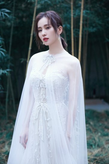 Liu Shi Shi in Reem Acra Bridal Fall 2019-4