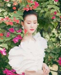 Liu Shishi in Georges Chakra Fall 2019 Couture-4