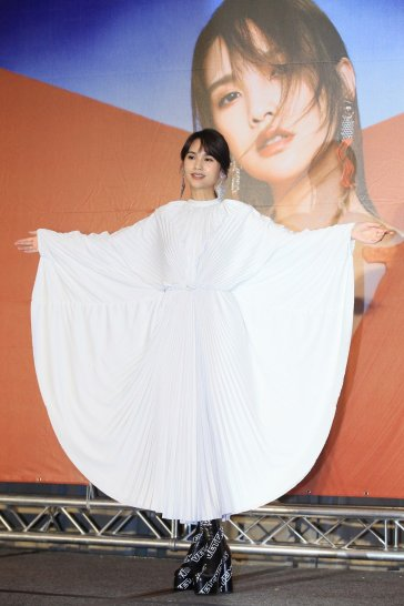 Rainie Yang in Vetements Spring 2019-4