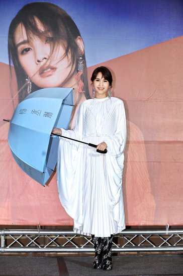 Rainie Yang in Vetements Spring 2019-5