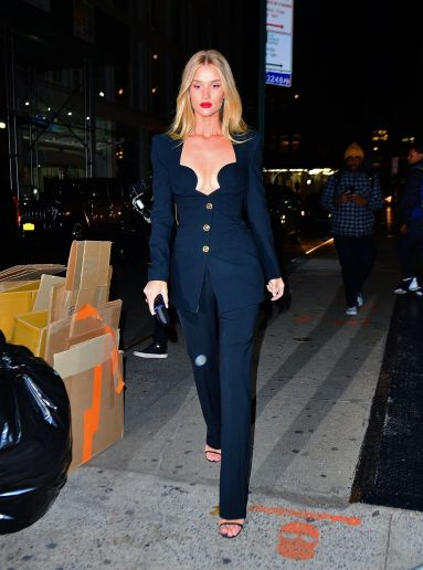Rosie Huntington-Whiteley in Versace Spring 2020-2
