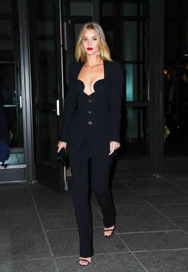 Rosie Huntington-Whiteley in Versace Spring 2020-9