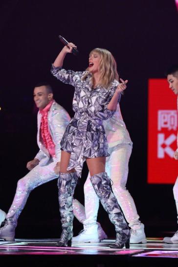 Taylor Swift-12