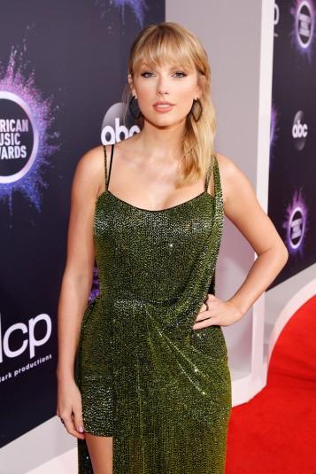 Taylor Swift in Julien Macdonald-2