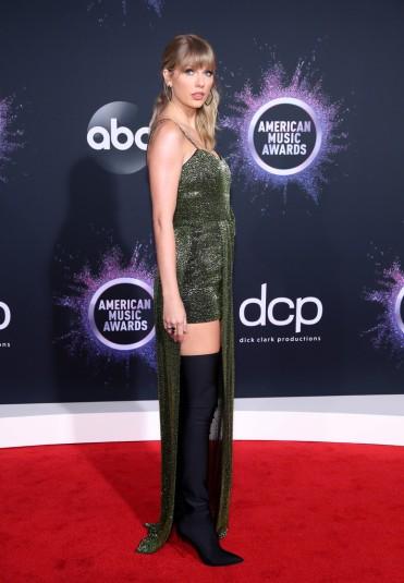 Taylor Swift in Julien Macdonald-3