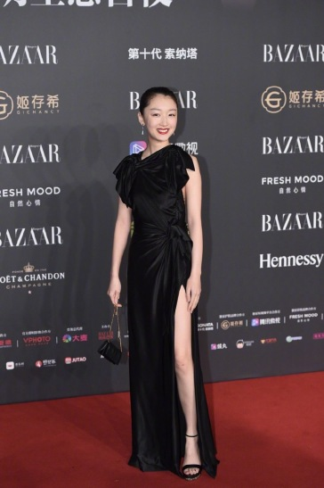 Zhou Dongyu in Burberry Resort 2020-1