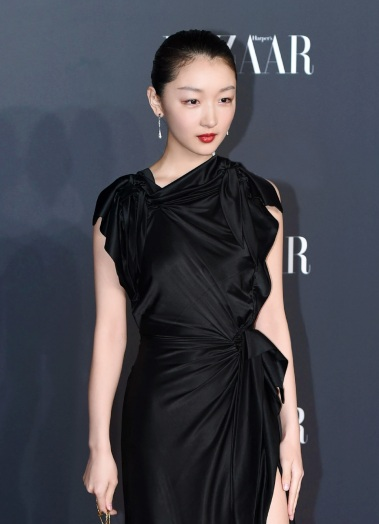 Zhou Dongyu in Burberry Resort 2020-3