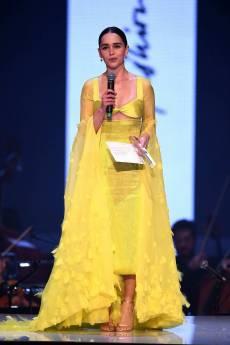 Emilia Clarke in Schiaparelli Fall 2019 Couture-4
