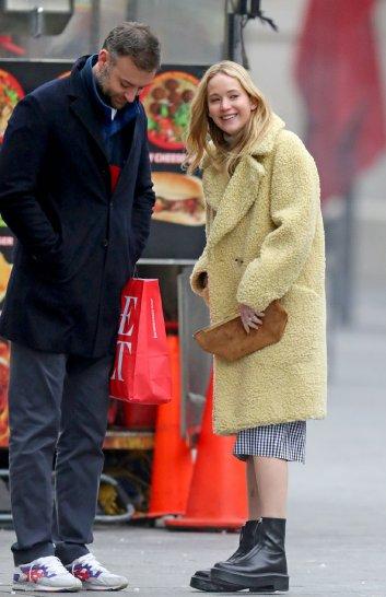 Jennifer Lawrence in Burberry-11