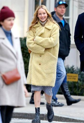 Jennifer Lawrence in Burberry-2