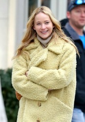 Jennifer Lawrence in Burberry-7