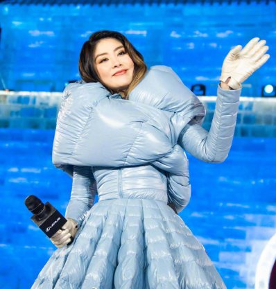 Kelly Chen in Moncler X Pierpaolo Piccioli Fall 2019-4