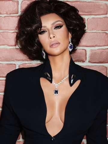 Kim Kardashian West 7HOLLYWOOD Winter 2020-1