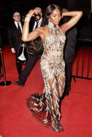 Naomi Campbell in Alexander McQueen-8