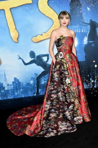 Taylor Swift in Oscar de la Renta Resort 2020-1