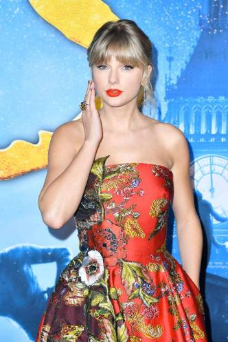 Taylor Swift in Oscar de la Renta Resort 2020-10