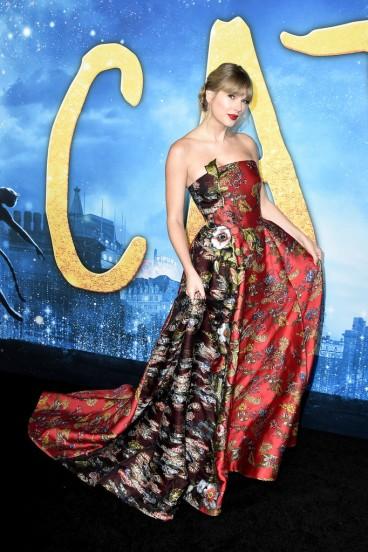 Taylor Swift in Oscar de la Renta Resort 2020-4